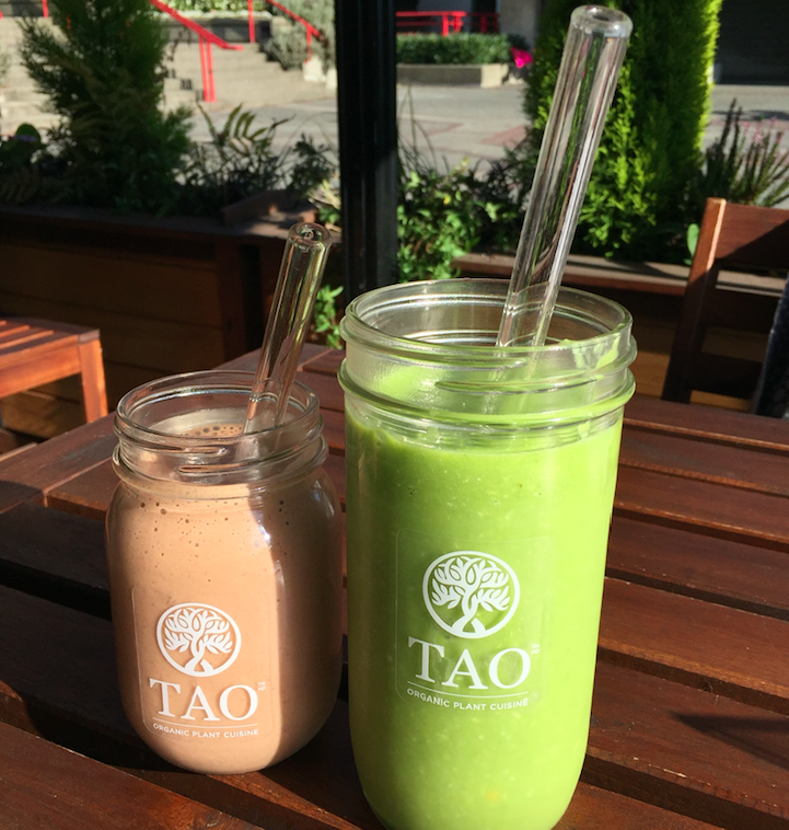 Organic Raw vegan Plant Based Smoothies with Glass Straws